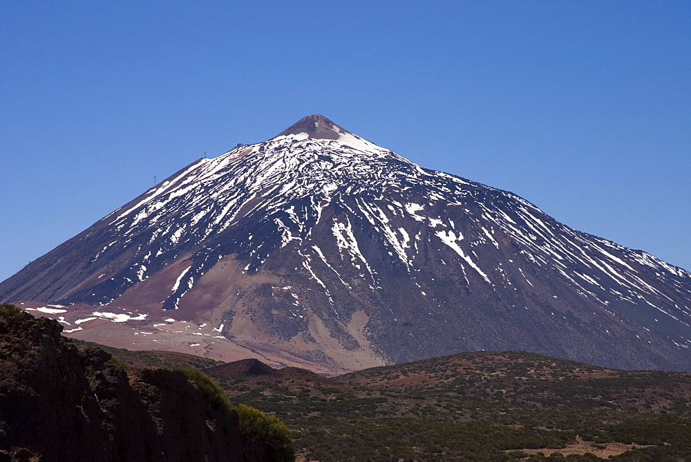 Mount Teide (Pico del Teide) from the east, Parque Nacional de Las Canadas del Teide (Teide National Park), Tenerife, Canary Islands, Spain, Europe - 375-761