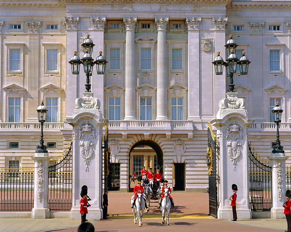 Carriage leaving Buckingham Palace, London, England, UK