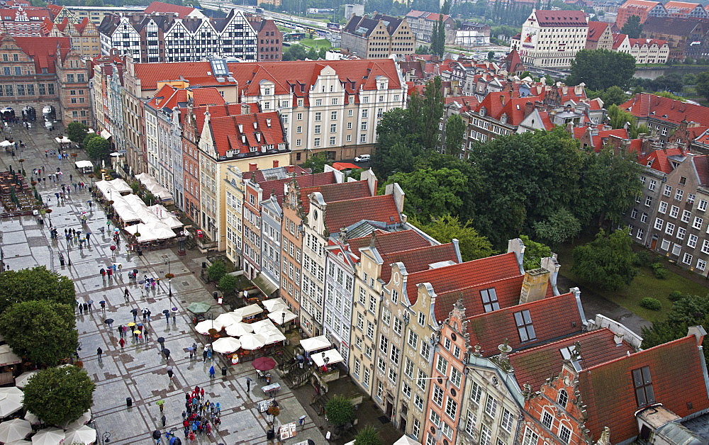 Aerial view of colourful building facades on Long Market (Dlugi Targ), Gdansk, Pomerania, Poland, Europe - 377-3923