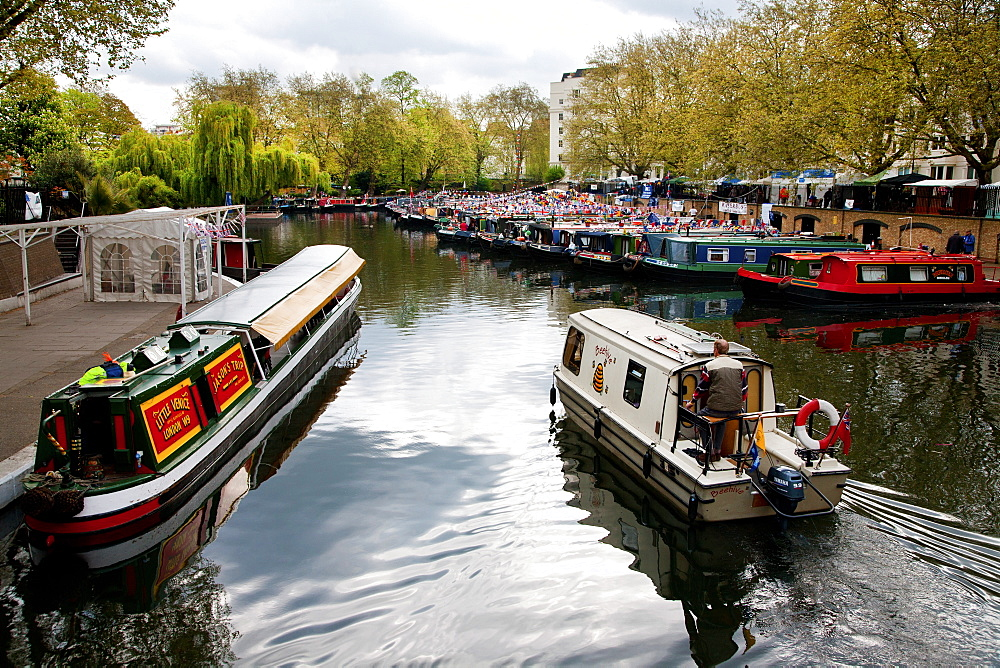 The Grand Union Canal, Little Venice, Maida Vale, London, England, United Kingdom, Europe - 377-3935