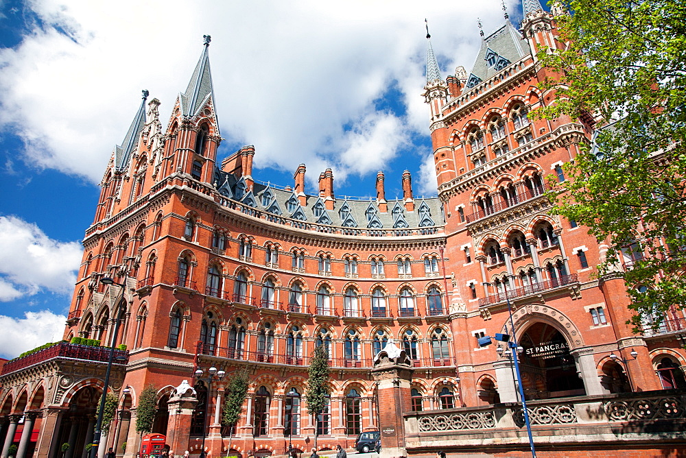 St. Pancras Station, Kings Cross, London, England, United Kingdom, Europe - 377-3963