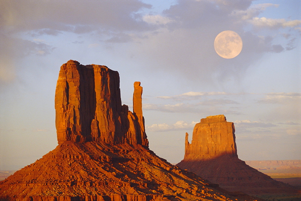 Mitten Butte Rocks, Monument Valley, Arizona, USA - 378-328
