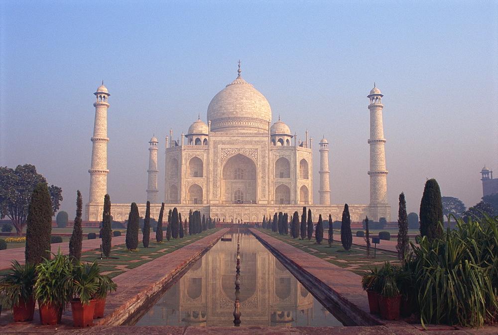 The Taj Mahal, UNESCO World Heritage Site, Agra, Uttar Pradesh, India, Asia - 383-817