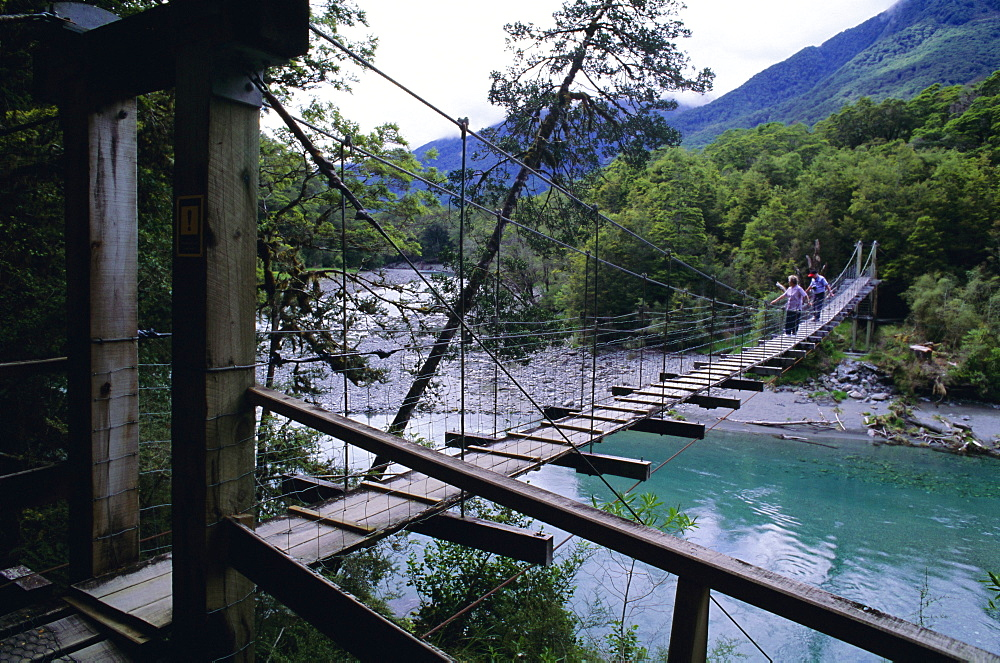 Swing bridge over the Makarora River, Haast Pass, South Island, New Zealand, Pacific