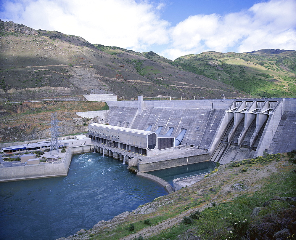 The Clyde Dam on the River Clutha, hydro electric project completed in 1989, Central Otago, South Island, New Zealand, Pacific