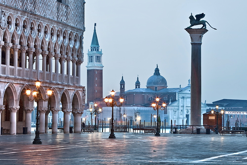 Early morning in St. Marks Square, Venice, UNESCO World Heritage Site, Veneto, Italy, Europe - 385-1660