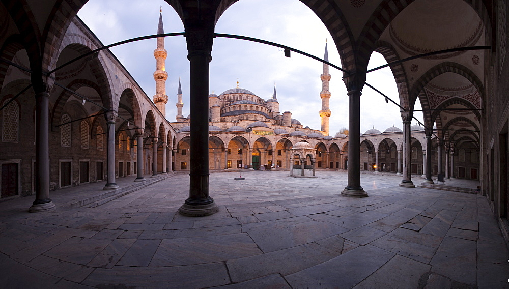 Inner courtyard of the Blue Mosque, built in Sultan Ahmet I in 1609, designed by architect Mehmet Aga, Istanbul, Turkey, Europe - 385-1683