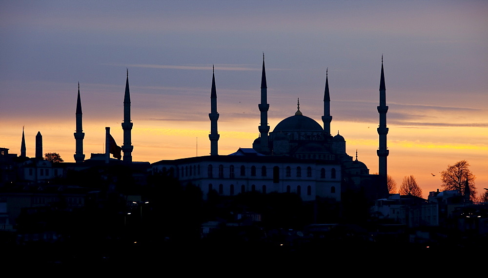 Silhouette at dawn of the Blue Mosque built by Sultan Ahmet I in 1609, designed by architect Mehmet Aga, Istanbul, Turkey, Europe - 385-1688