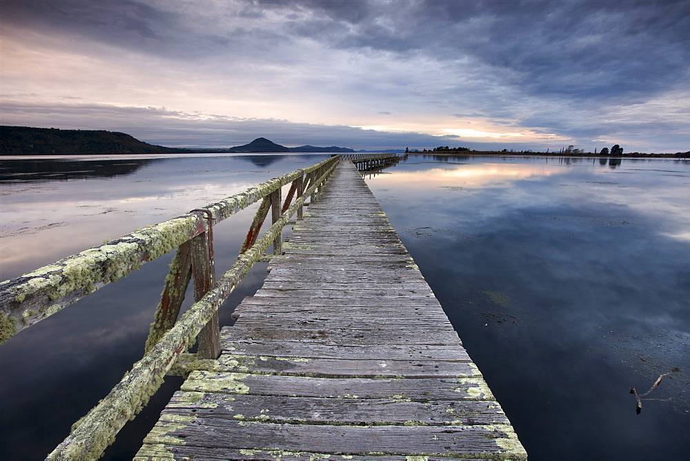 Tokaanu Wharf, Lake Taupo, North Island, New Zealand, Pacific - 385-1708