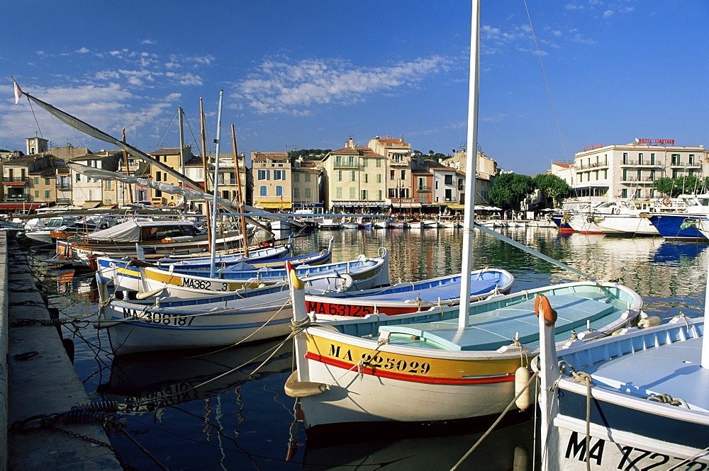 View across the harbour in the evening, Cassis, Bouches-du-Rhone, Provence, France, Mediterranean, Europe
