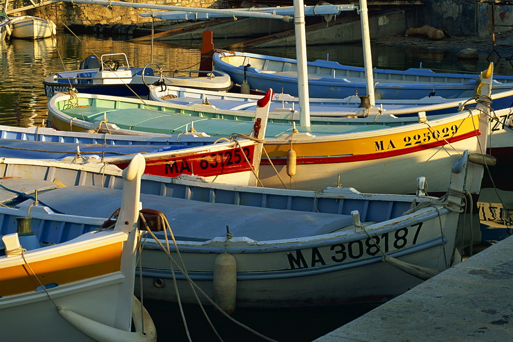 Fishing boats in harbour in the evening, Cassis, Bouches-du-Rhone, Cote d'Azur, Provence, France, Mediterranean, Europe
