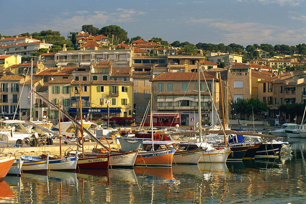 Harbour in the early morning, Cassis, Bouches-du-Rhone, Cote d'Azur, Provence, France, Mediterranean, Europe