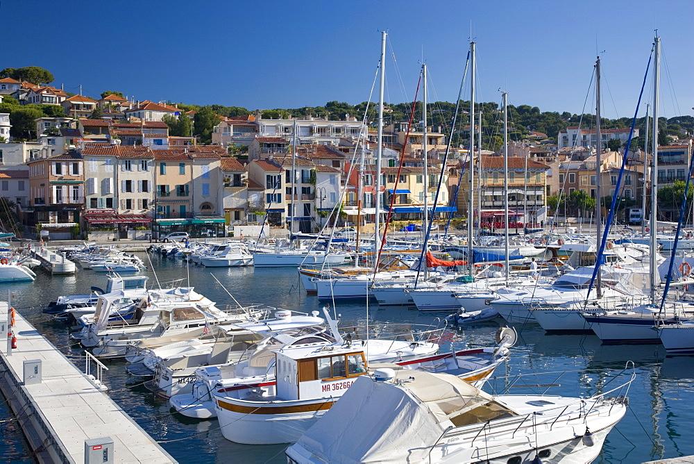 View across the harbour, Cassis, Bouches-du-Rhone, Provence, Cote d'Azur, France, Europe