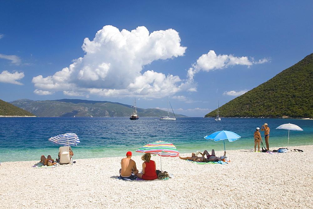 Holidaymakers on Antisamos Beach, Sami, Kefalonia (Kefallonia) (Cephalonia), Ionian Islands, Greek Islands, Greece, Europe
