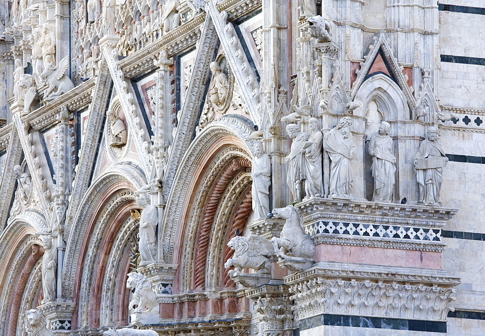 Ornamental statuary on facade of the Cathedral of Santa Maria Assunta, UNESCO World Heritage Site, Siena, Tuscany, Italy, Europe