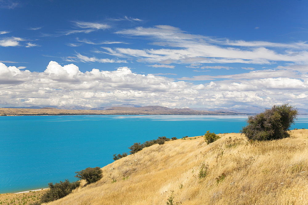 View across the turquoise waters of Lake Pukaki, near Twizel, Mackenzie district, Canterbury, South Island, New Zealand, Pacific - 390-2951