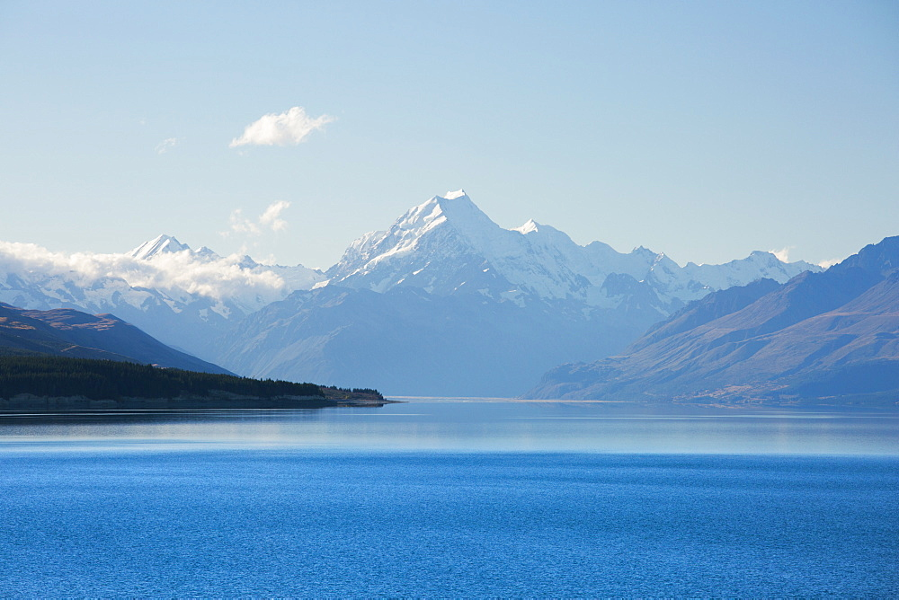 View across tranquil Lake Pukaki to Aoraki  (Mount Cook), near Twizel, Mackenzie district, Canterbury, South Island, New Zealand, Pacific