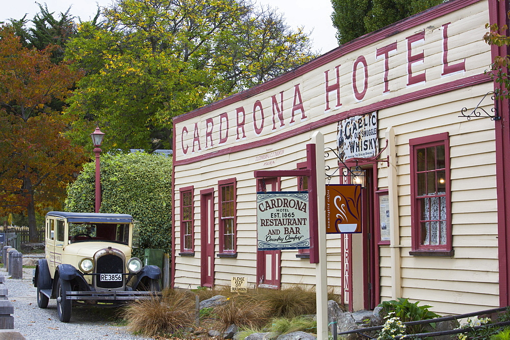 Vintage car and facade of the historic Cardrona Hotel, Cardrona, near Wanaka, Queenstown-Lakes district, Otago, South Island, New Zealand, Pacific