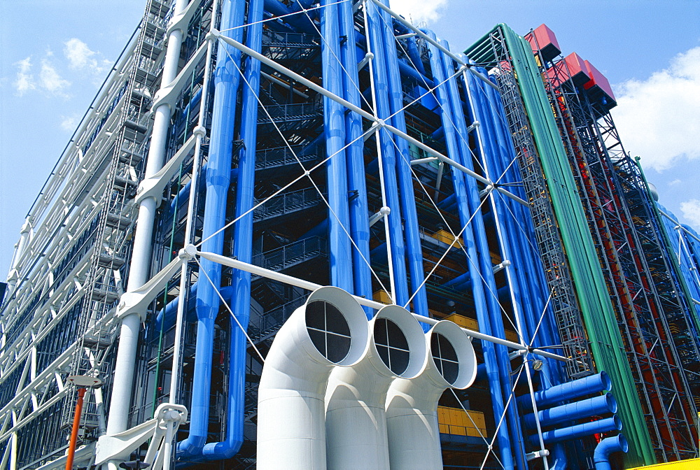 Colourful pipework on exterior of the Centre Pompidou (Pompidou Centre), Beaubourg, Paris, France, Europe