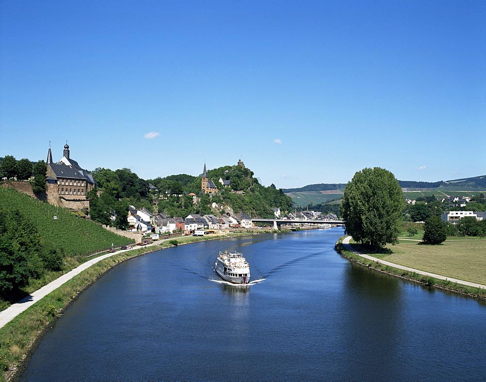 Old town and River Saar, Saarburg, Rheinland-Pfalz (Rhineland Palatinate), Germany, Europe
