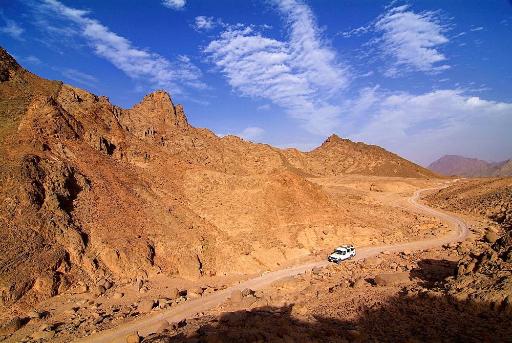 Four wheel drive vehicle in the desert near Hurghada, Egypt, North Africa, Africa