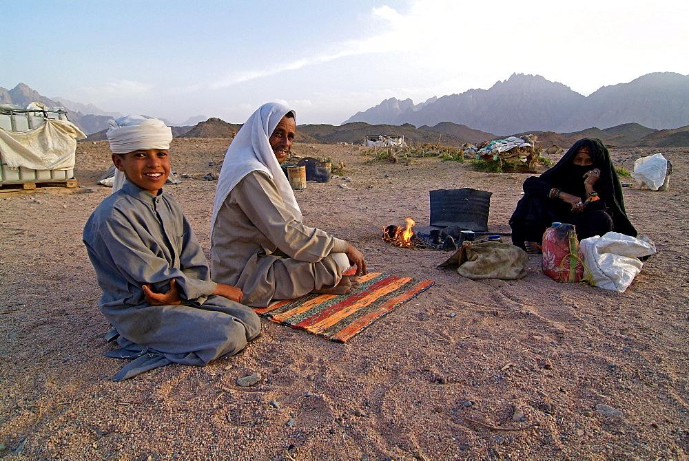 Bedouin family in the desert near Hurghada, Egypt, North Africa, Africa