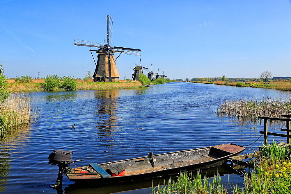 Windmill in Kinderdijk, UNESCO World Heritage Site, South Holland, Netherlands, Europe