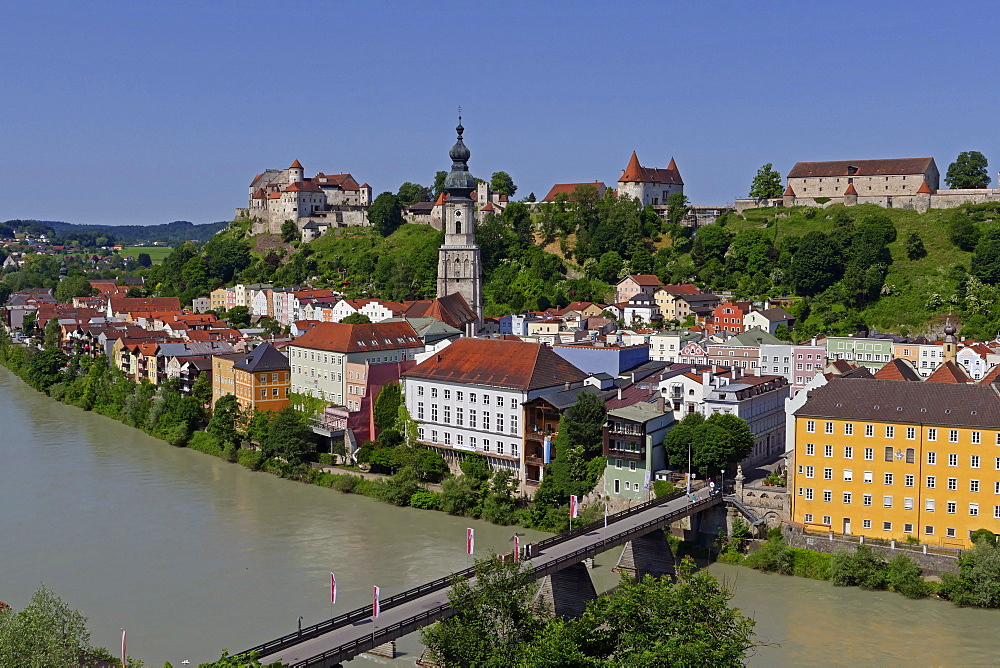 Salzach River and Old Town with Castle, Burghausen, Upper Bavaria, Bavaria, Germany