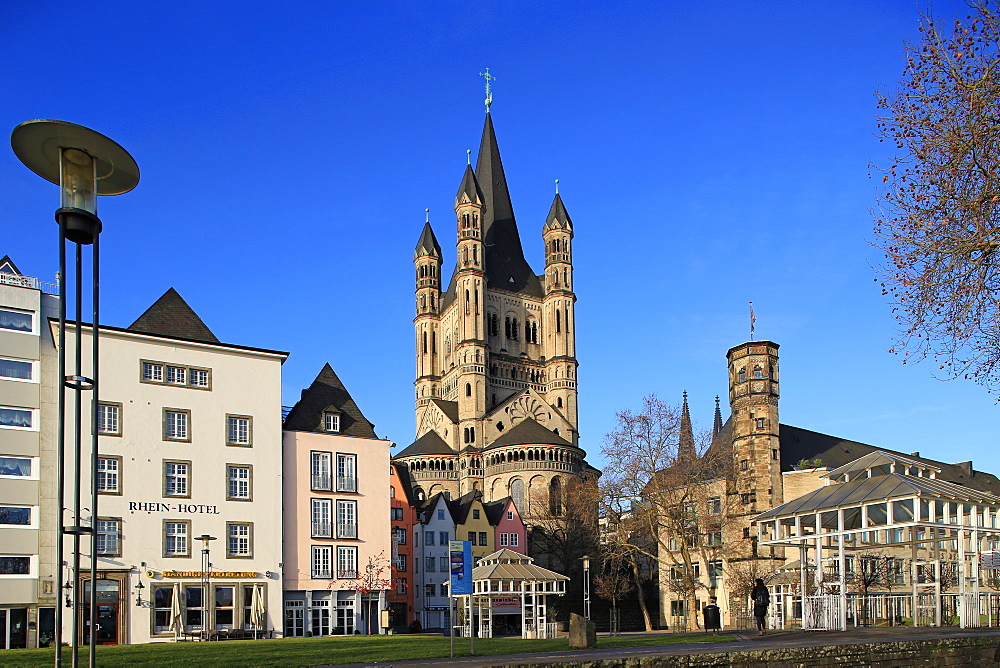 Fischmarkt Square with Church of Gross St. Martin, Cologne, North Rhine-Westphalia, Germany, Europe