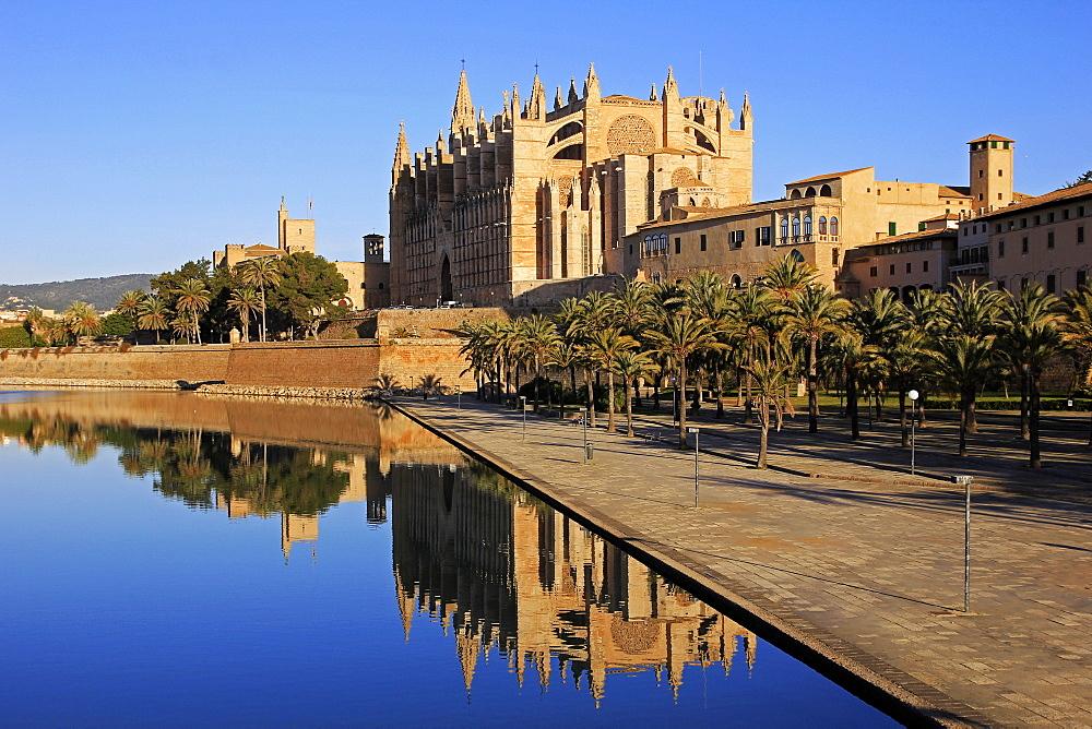 Parc de la Mar, Cathedral La Seu, Palma de Mallorca, Majorca, Spain