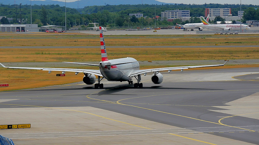 American Airlines jet at taxiway, Frankfurt Airport, Frankfurt am Main, Hesse, Germany