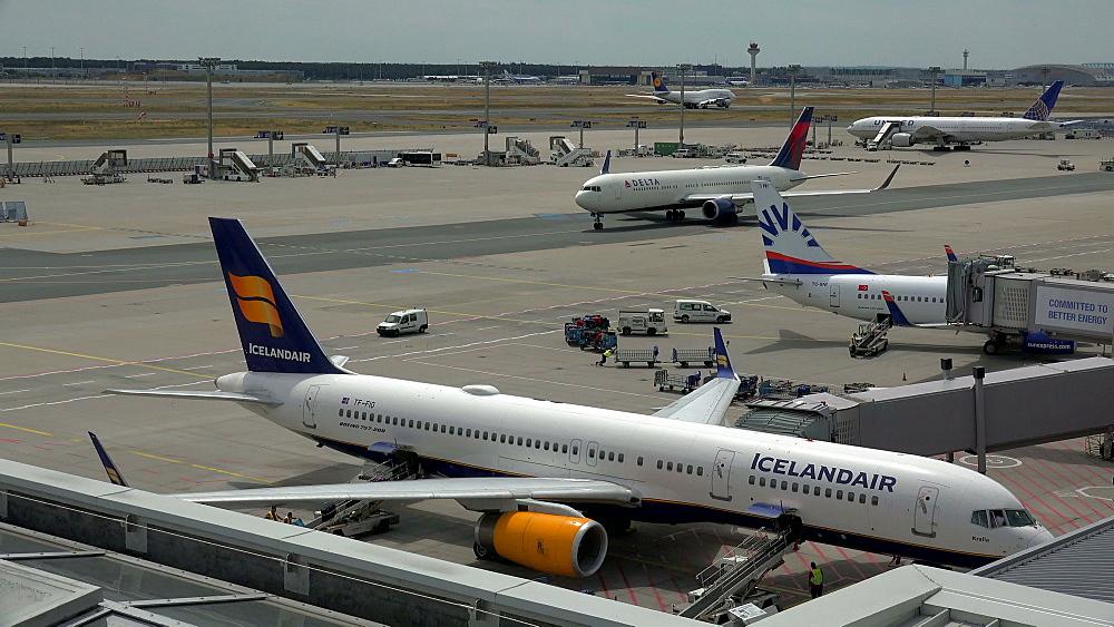 Jets at taxiway, Frankfurt Airport, Frankfurt am Main, Hesse, Germany