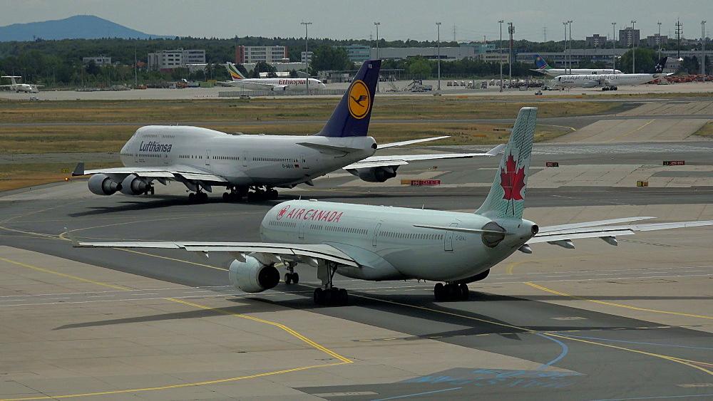 Lufthansa and Air Canada jets at taxiway, Frankfurt Airport, Frankfurt am Main, Hesse, Germany