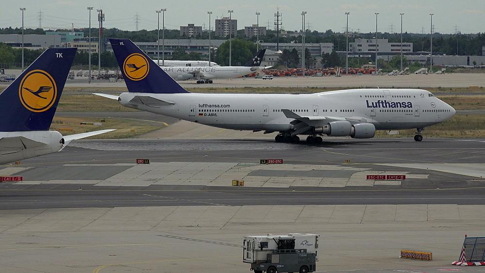 Lufthansa Boeing 745 jets at taxiway, Frankfurt Airport, Frankfurt am Main, Hesse, Germany