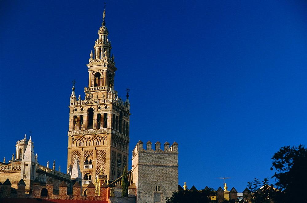 The Giralda (1184-96), Moorish minaret and observatory, Seville (Sevilla), Andalucia (Andalusia), Spain, Europe