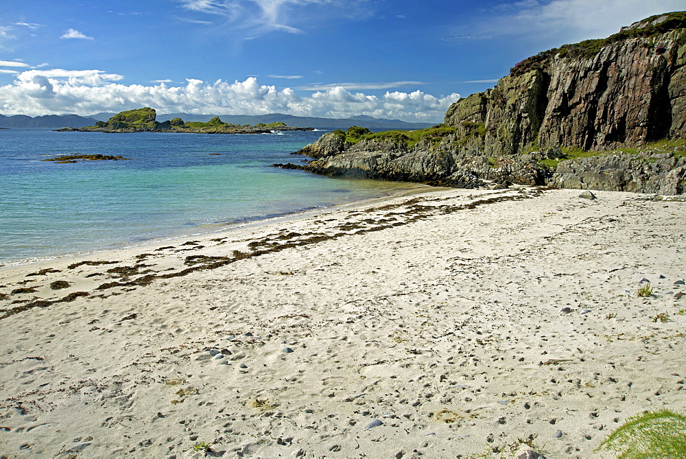 Beach opposite islet of Eilean a Ghaill, on the Rhu Peninsula, south of Arisaig, west coast of the Scottish Highlands, Scotland, United Kingdom, Europe