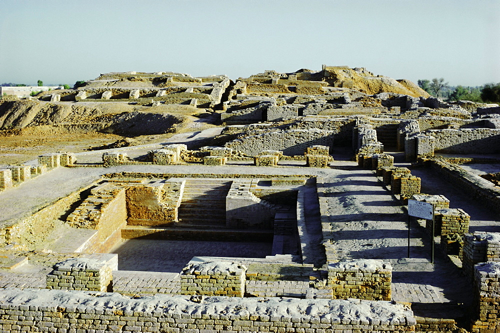 Great Bath of the Citadel from south, Indus Valley civilization, Mohenjodaro, UNESCO World Heritage Site, Sind (Sindh), Pakistan, Asia