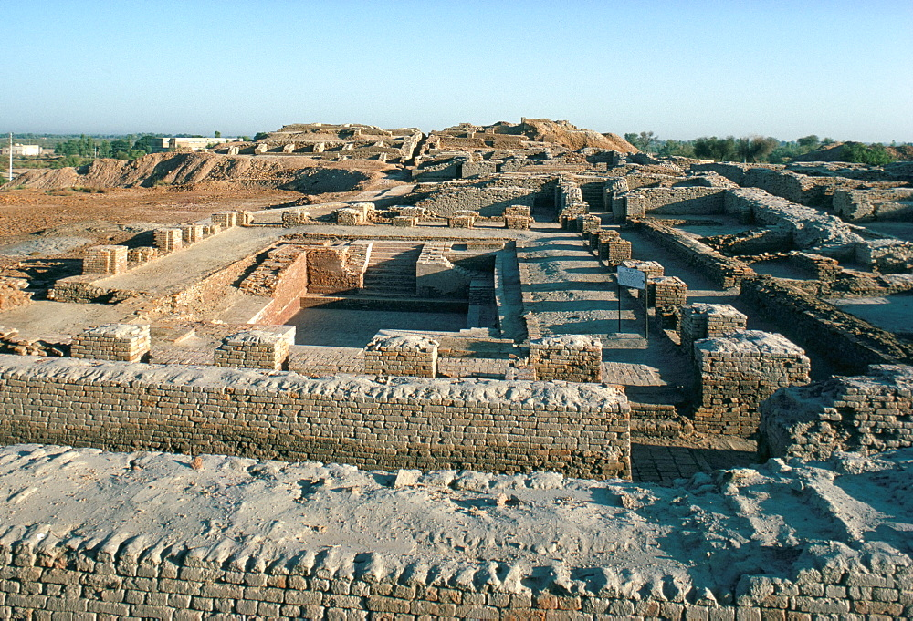 Ritual bath in the citadel, Mohenjodaro, UNESCO World Heritage Site, Indus Valley civilisation, Pakistan, Asia
