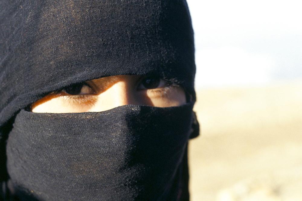 Farmer's daughter aged 12, Shibam, South Yemen, Yemen, Middle East