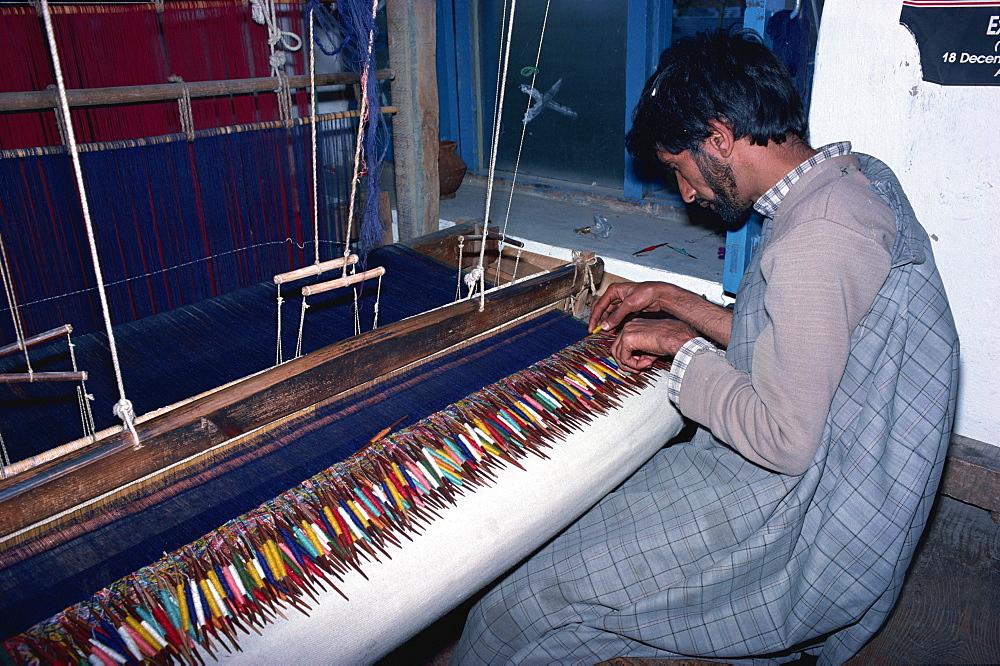 Shawl weaver, Kani, Kashmir, India, Asia - 450-168