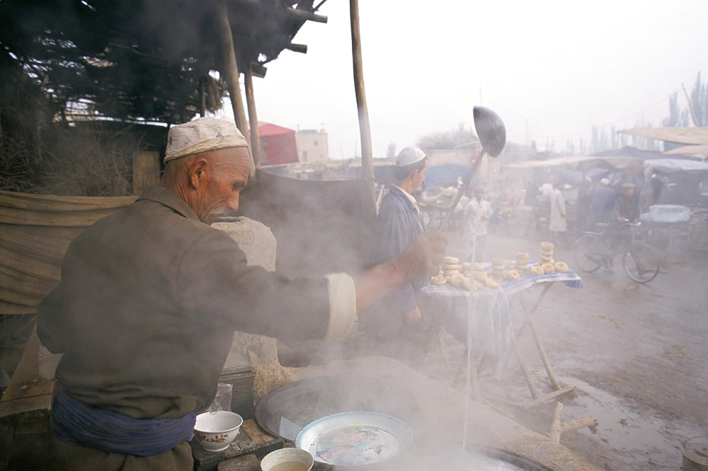 Breakfast soup kitchen, Sunday market, Kashi, Xinjiang, China, Asia