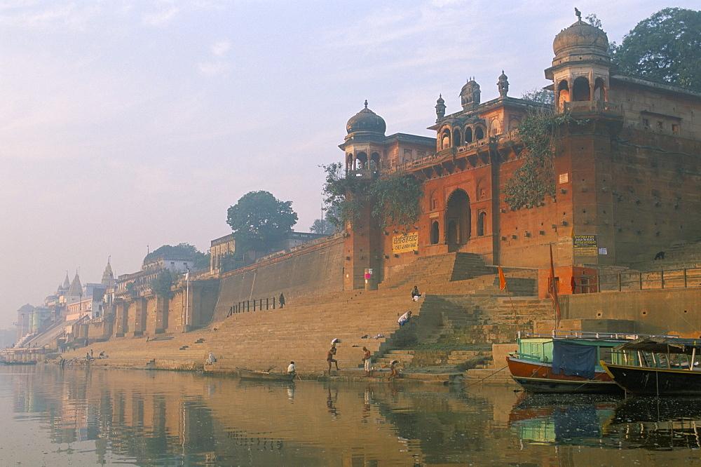 Chet Singh Ghat at dawn, Varanasi (Benares), Uttar Pradesh, India, Asia
