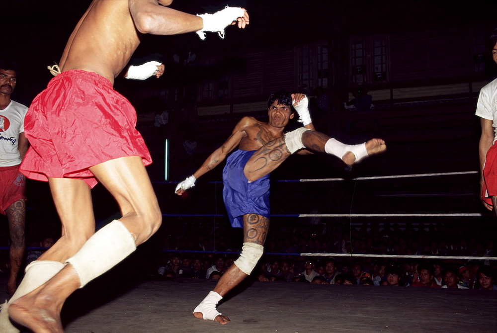 Burmese boxing, no kicks or punches barred, Mandalay, Myanmar (Burma), Asia