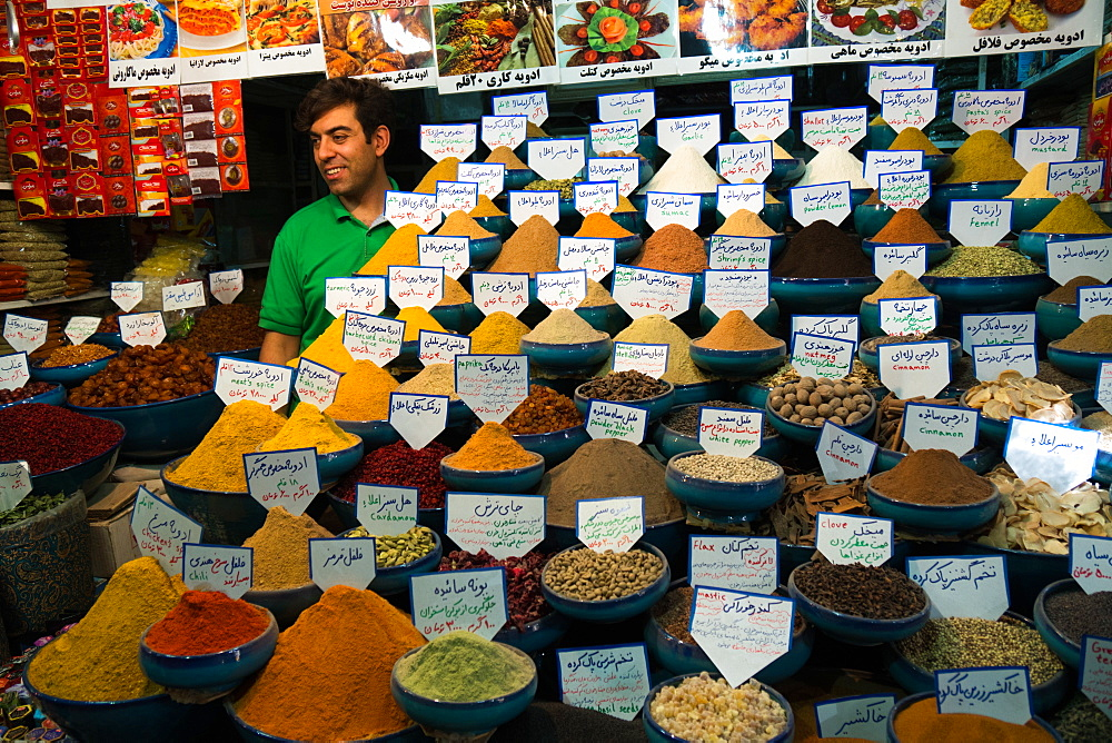 Spice shop, Bazaar-e Vakil (Regent's Bazaar), Shiraz, Iran, Middle East