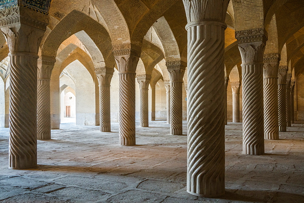 The 48 carved column prayer hall, Masjed-e Vakil (Regent's Mosque), Shiraz, Iran, Middle East