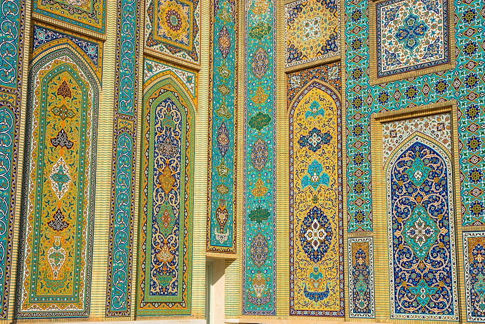 Tiling on facade, Aramgah-e Shah-e Cheragh (Mausoleum of the King of Light), Shiraz, Iran, Middle East