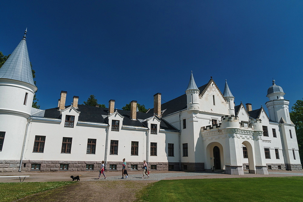 Visitors and dog in front of Alatskivi Castle, built 1880-85, modelled on Balmoral Castle in Scotland, Alatskivi, Estonia