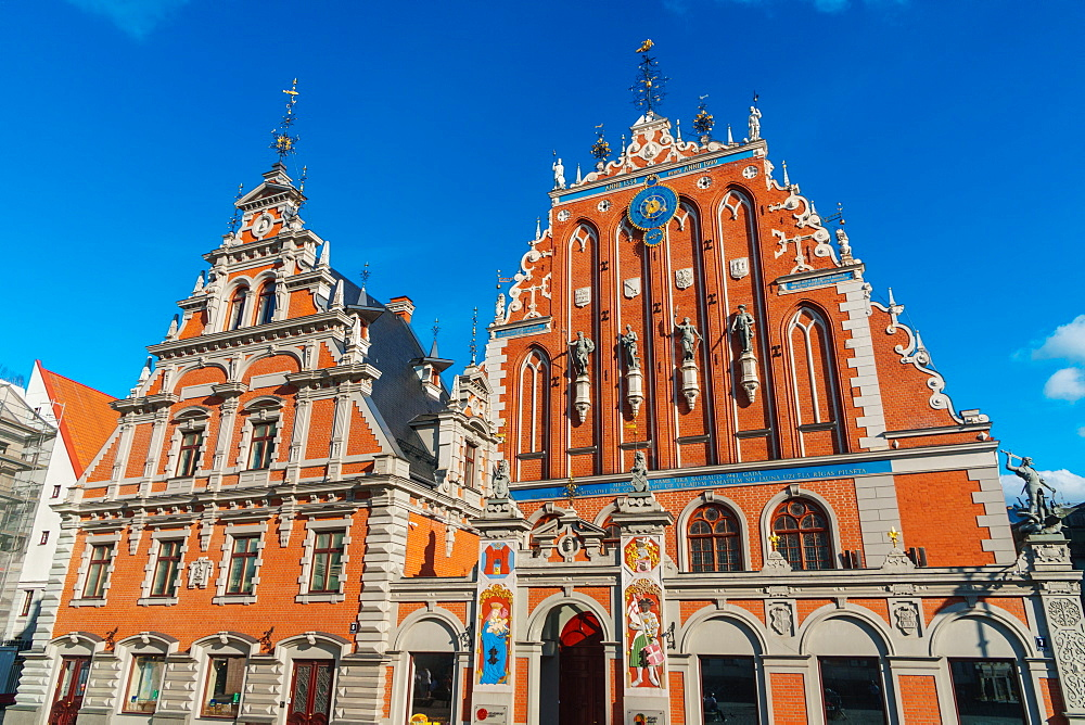 Adjacent Houses of Blackheads (Guildhall) and Schwab House, reconstructed in 1999 as a symbol of national resurgence, UNESCO World Heritage Site, Riga, Latvia, Europe