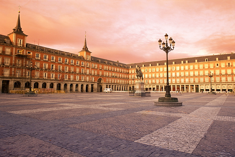 Plaza Mayor from the east, Madrid, Spain, Europe - 450-739