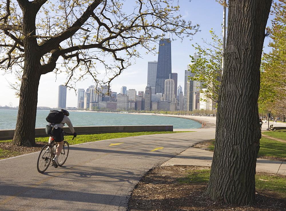 Cyclist by Lake Michigan shore, Gold Coast district, Chicago, Illinois, United States of America, North America